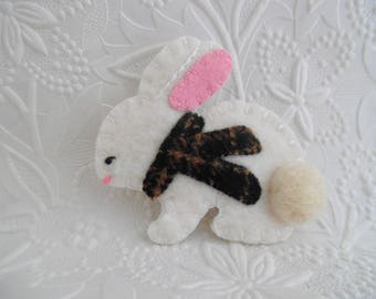 Felt Bunny Brooch Felted Wool Scarf Pin Jewelry Primitive Needle Felted
