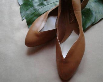 Ochre Pointed Toe Flats | 7/7.5 90s vintage preppy toe cleavage womens shoes 7 7. 5 vinyl vegan slippers flat rounded