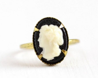 Sale - Vintage Art Deco Brass Cameo Czech Ring - 1930s Size 3 1/4 Lucite Off White Black Oval Cameo Small Czechoslovakia Costume Jewelry