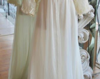 Vintage 1950s Romantic White Full Length Robe / Housecoat