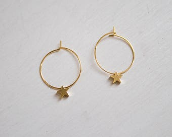 the Bella -earrings (small halo hoop earrings with star charm minimal every day 16k gold plated)