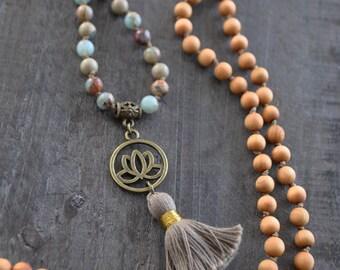 Collier bois - Collier pierres naturelles - Mala - Bois de santal - Bijou yoga - Fleur de lotus - Coco Matcha