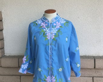 Vintage 70s Pastel Blue Embroidered Asian Tunic Top Tea Timer by Caro of Honolulu Size M