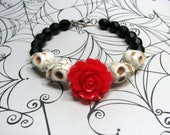 Red Rose Sugar Skull Bracelet, Howlite Sugar Skull Bracelet, Red Rose Day of the Dead Bracelet, Dia De Los Muertos, Halloween Bracelet,