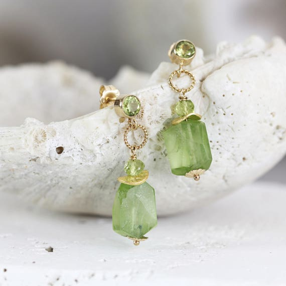 Raw Peridot Earrings - Raw Stone Jewellery - Drop Earrings Gold - August Birthstone Jewelry - Green Stone Earrings - Peridot Jewelry