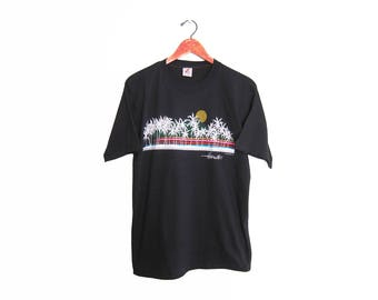 vintage t shirt / Hawaii t shirt / palm tree t shirt / 1980s black Hawaii beach scene souvenir t shirt Medium