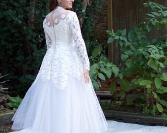 Vintage 50s Wedding Dress - Tea Length Tulle & Lace Long Sleeve Off-White Wedding Dress - SM