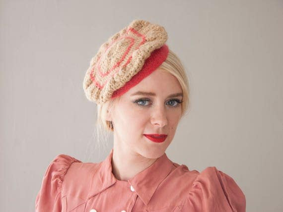 Vintage 1930s beige beret, pink stripes knit beret hat, ecru crochet fascinator 1940s fuchsia striped hexagon angora wool