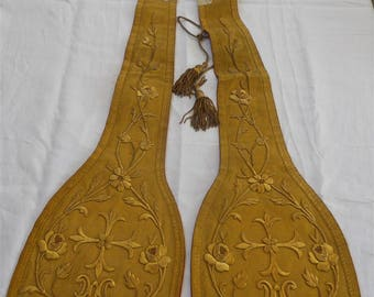 French antique religious stole 19th-century gold metallic embroideries and tassels