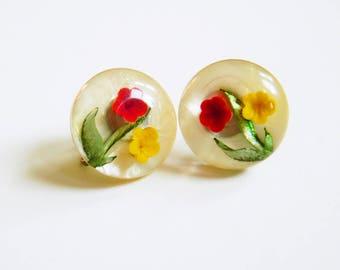 Clear Vintage Pressed Flower Earrings / Vintage Screw Back Floral Earrings / Celluloid Pressed Flower Earrings