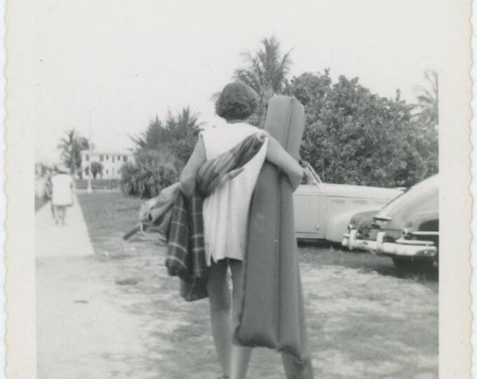 Vintage Snapshot Photo: Leaving the Beach, c1950s (79608)