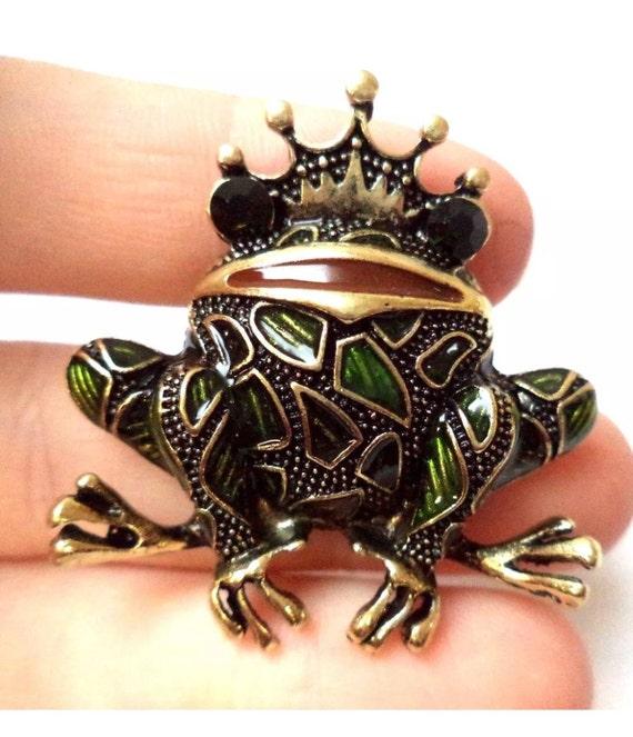 Stunning Enamel & Goldtone Prince Charming Frog Toad Brooch Pin