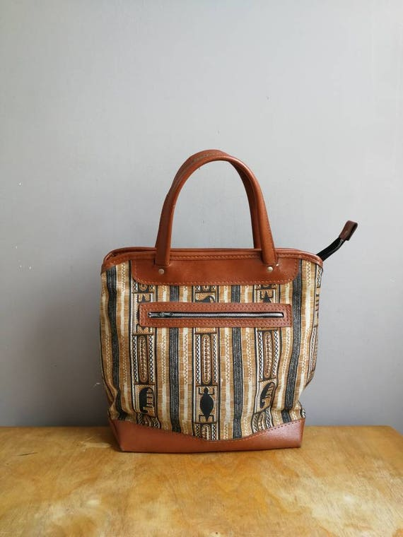Vintage tribal tote bag / 70s faux leather market bag / tan faux leather top handle bag / retro bag with tribal print / boho tote bag