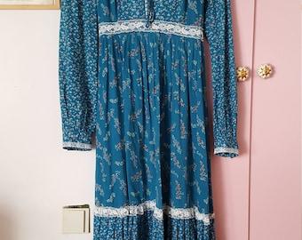 1970s Gunne Sax vintage blue floral and lace maxi dress medium large size 11
