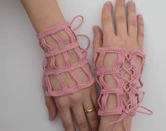 Mitaines crochetées ajourées ajustables avec laçage, bijou de poignet, accessoire main crochet, manchettes, bijou main, toile d'araignée