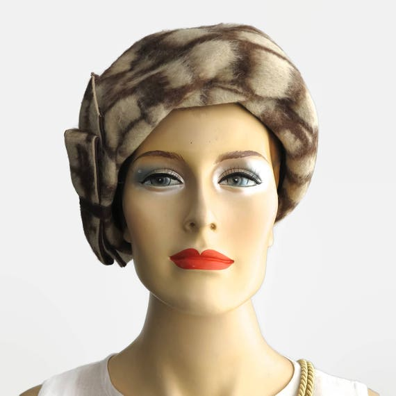 Vintage velour winter hat, brown and cream, side bow, made in Austria, Fraenkel, medium / average size, 22 ins / 56 cm, circa 1960s