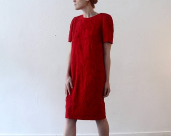 vintage red shift dress with abstract floral embroidery / size 6 / medium