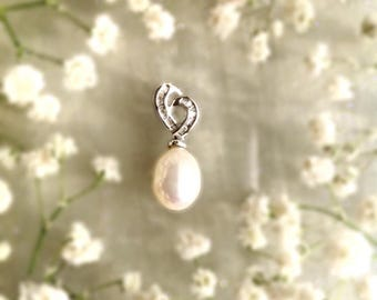 18k White Gold, Diamond and Pearl Pendant