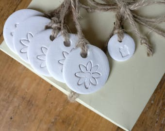 5 white clay tags, party favours, flower gift tags, gift decorations