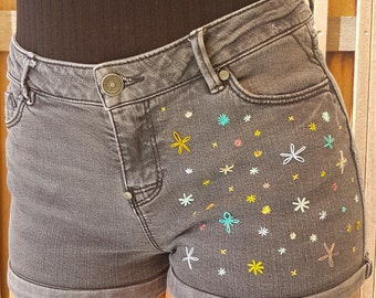 Denim shorts with flower embroidery, size 28, burduurwerk, denim, flowers