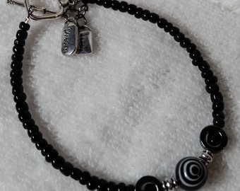 Bracelet -Hermite rings and beads - Black/Brown/White/Silver with two charms