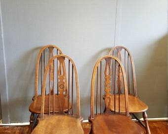 Set of Four Antique Windsor Chairs in Elm