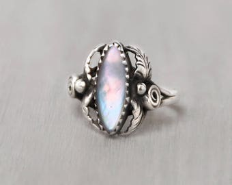 Vintage Mother of Pearl Ring - sterling silver leaf ball setting - iridescent marquise cab shell  - Size 6.25
