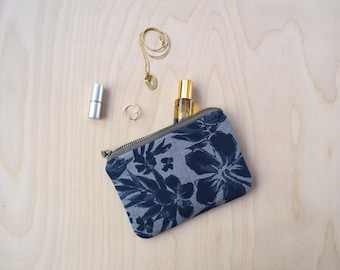 Small Zipper Pouch in Hibiscus