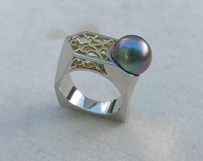 UPRISING SALE! Exceptional Peacock Pearl Fantasy Ring in 14kt White and 18kt Green Gold with Diamond