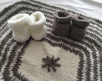 Newborn white and taupe box.