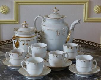 Service à thé en porcelaine de Paris. Porcelaine Louis-Philippe 19 ème siècle dorée à l'or. Vieux Paris.
