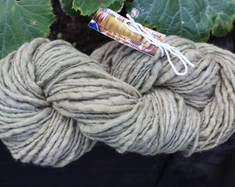 All natural dyed, 100gram hand spun merino singles prefelted, green nettle dye, super soft, thick thin, bulky yarn.