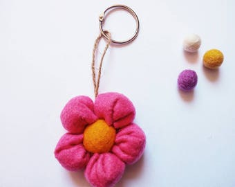 Felt fuchsia flower keychain - flower keychain - fuchsia keychain - felt keychain - keyring - bag charm - flower bag charm - women gift