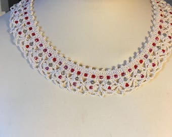 NECKLACE LACE AND PEARLS CROCHET ART