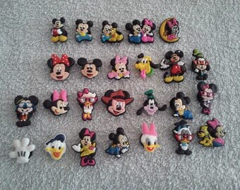 Lot 25 jibbitz Mickey, Minnie... (for fangs badges)