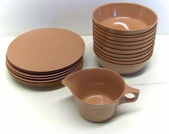 Brown Texas Ware bowls and plates, plus creamer. Very nice set. 10 bowls and 8 plates, show very minimal wear - outstanding condition.