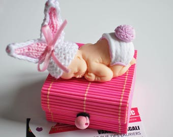 container has lozenge or box old figurine baby rabbits