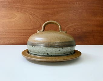 Studio pottery butter dish or cheese dome / signed Sprig