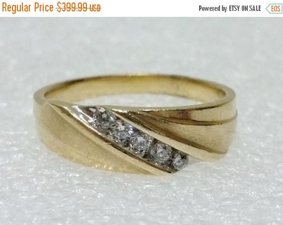 20% OFF Men's 10K Yellow Gold Wave Inspired 5-Diamond Diagonal Row Wedding Ring Band Size 11.75