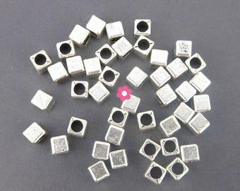 metal silver 4x4mm cube (65) Pearl x 30