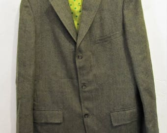 A Men's Vintage 60's,Green 3 Button HERRINGBONE Wool TWEED Sportcoat By HARRIDGE R0W.42L
