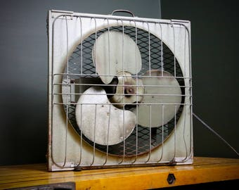 Vintage Green Industrial Cage Metal Box Fan 2 Speed Factory Steampunk Electric Rustic Carrying Handle three blade Floor Fan Interior Design