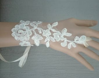 pair of fingerless gloves bridal wedding party ceremony light ivory lace floral transparent Czech bicone beads