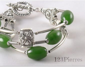 Deep green jade bracelet on 3 rows and flower connectors - An 123Pierres jewel by MP Bertrand