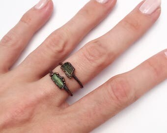 Raw Moldavite Ring, Moldavite Copper Ring, Green Stone Ring, Moldavite Stacking Ring, Antique Copper Ring, Gemstone Stacking Ring