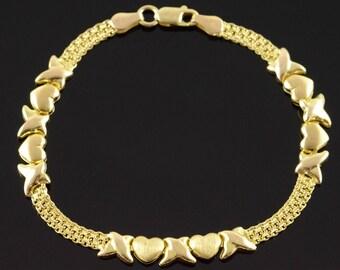 """9k Hugs & Kisses Link Heart Bracelet Gold 7.1"""""""