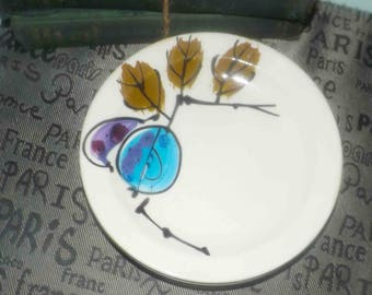 Vintage (c. late 1960s) Island Worcester (a division of Royal Worcester) Forbidden Fruit hand-painted bread-and-butter plate. Vera Neumann.