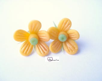 2 beads yellow iridescent cold porcelain flowers