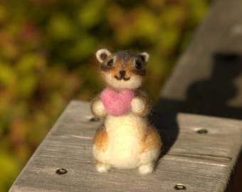 Felted Chipmunk-Needle Felted Chipmunk- Feled Animal-Chipmunk Gift-Plush Chipmnk with Heart-Mini Chipmunk-Chipmunk Doll-Chipmunk home decor