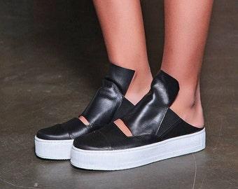 SALE Slide Sandals/ Black Leather Shoes/ Leather Clogs/ Womens Clogs/ Open Heel Shoes/ Mules Shoes/ Platform Clogs/ Comfortable Sandals